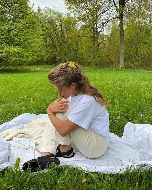 Matilda Djerf stil park sommer